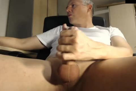 dad Jerking His 10-Pounder At The Office